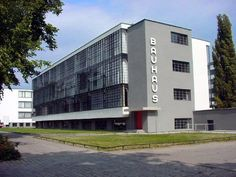 The Bauhaus was founded in 1919 in the city of Weimar by German architect Walter Gropius Its core objective was a radical concept: to reimagine the material world to reflect the unity of all the arts. Design Bauhaus, Bauhaus Style, Bauhaus Art, Walter Gropius, Architecture Bauhaus, School Architecture, Architecture Design, Classical Architecture, Landscape Architecture