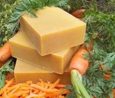 Goat milk and organic carrot juice, carrot oil and raw honey are packed into in this nutritious natural shampoo bar. - Beta carotene in the carrot juice and oil drenches thirsty hair with vitamin A to