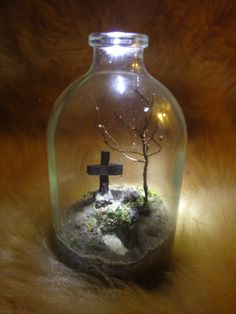 Amazing miniature haunt scenes in the manner of the tiny ship-in-a-bottle scenes. By forum member icyuod2.