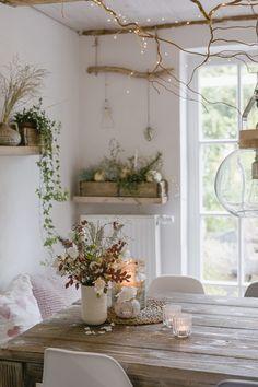 Herbstzeit- Kerzenzeit oder mein neuer Spiegel - New Ideas Natural Living, Lavatory Design, Classy Living Room, Hygge Christmas, Roof Light, Tile Design, Sofa Set, Ladder Decor, Home Furniture