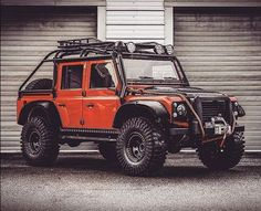 A red Defender Bigfoot. Is black a more fitting colour?  #jamesbond #defenderbigfoot #spectre007 #spectre #landroverdefenderbigfoot #landroverdefender