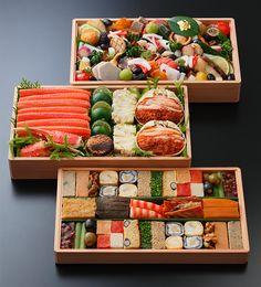 2017白楊肴3段重162,000円 Japanese Sushi, Japanese Dishes, Food Art, A Food, Food And Drink, Cute Food, Yummy Food, Sushi Love, Food Platters