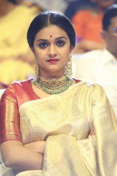 Mahanati Actress Keerti Suresh Latest Cute Images In Saree Beautiful Saree, Beautiful Indian Actress, Saree Blouse Neck Designs, Indian Silk Sarees, Saree Photoshoot, Saree Wedding, Wedding Bride, Wedding Dresses, Fancy Sarees