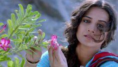 Vidya gets training from a florist for Humari Adhuri Kahani