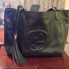 Gucci Black Leather Shoulder Bag Purse Handbag Tote w/Dustbag N Cards - $756 Tote Handbags, Purses And Handbags, Gucci Black, Leather Shoulder Bag, Dust Bag, Black Leather, Cards, Clothes, Fashion