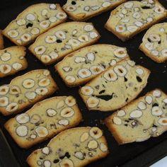 Biscotti alle nocciole (a lunga conservazione) è un ricetta creata dall'utente frauhoratz. Questa ricetta Bimby<sup>®</sup> potrebbe quindi non essere stata testata, la troverai nella categoria Prodotti da forno dolci su www.ricettario-bimby.it, la Community Bimby<sup>®</sup>. Healthy Food, Healthy Recipes, Recipies, Happiness, Cookies, Desserts, Investing, Home, Deserts