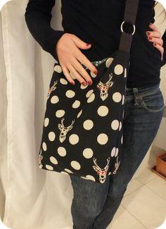 The shoulder bag * tuto inside * - Womens Bags Sac Vanessa Bruno, Diy Sac, Sacs Diy, Jean Purses, Diy Bags Purses, Diy Handbag, Retro Fashion, Womens Fashion, Couture Sewing
