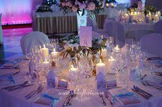 Pałac Sulisław zimowe przyjęcie weselne - białe dekoracje kwiatowe