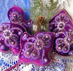 Yulia Onas-Ya is russian beadwork artist who makes beautiful embroidered Christmas Ornaments. Every of her pieces Felt Ornaments Patterns, Fabric Ornaments, Beaded Ornaments, Ornament Crafts, Felt Christmas Decorations, Felt Christmas Ornaments, Diy Christmas Gifts, Handmade Christmas, Xmas