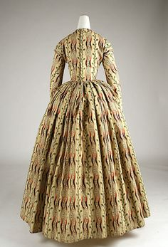1840-1845 ___ Morning Dress ___ Wool ___ British ___ at The Metropolitan Museum of Art ___ photo 3 ___ (NOTICE: waist and armholes are piped)