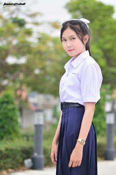 Sexy Asian Girls, Beautiful Asian Girls, Asian Babies, Girls Uniforms, Girls With Glasses, Blouse And Skirt, Beauty Photos, School Uniform, Thailand