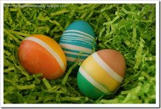 Rubber-band Easter egg dying...