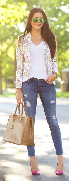 Calça jeans skinny cigarette, blusa branca basica, blazer estampado, sandalia cor do blazer, bolsa couro