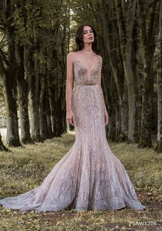 Sexy rose gold and lavender wafer-thin, wing-inspired wedding dress with … – Gold Wedding Gowns Gold Wedding Gowns, Bridal Gowns, Wedding Dresses, Rose Gold Wedding Dress, Sequin Wedding, Wedding Pics, Luxury Wedding, Evening Dresses, Prom Dresses