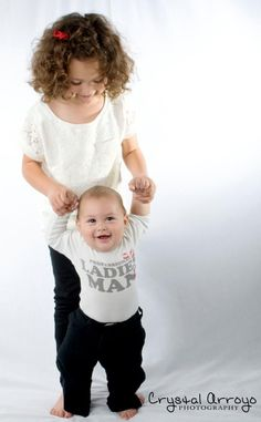big sister, little brother photo idea. So going to try this with my babies!