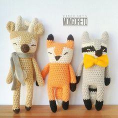 Amigurumi patterns by Mongoreto. Deer, fox, raccoon. Venado, zorro, mapache. Crochet Craft Fair, Cute Crochet, Crochet Crafts, Crochet Projects, Crochet Patterns Amigurumi, Amigurumi Doll, Crochet Dolls, Crochet Yarn, Fox Crafts