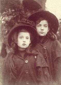 """sisters Jak  z  książki  """"Mała  księżniczka""""..."""