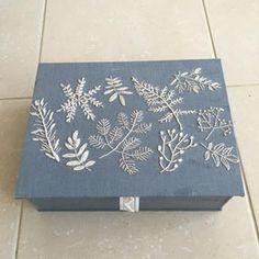 樋口愉美子さんの図案 カルトナージュで箱に仕立てました。 #刺繍 #カルトナージュ #YUMIKOHIGUCHI #樋口愉美子