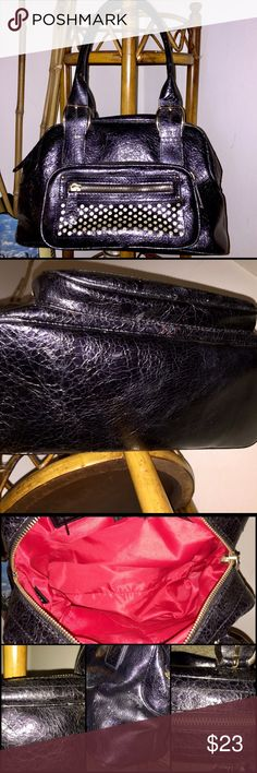Nine West Satchel 💝WEEKEND SALE!💝Nine West Satchel Purse in preloved but VERY GOOD condition. There are a few marks of wear but honestly can't see unless you're looking for them (pics posted). Pretty black faux leather with gold trim. One large section inside with small zipper pocket and two open phone pockets.❤️ Nine West Bags Satchels