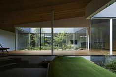 シームレスに繋がる空間に置かれたベッドスペース
