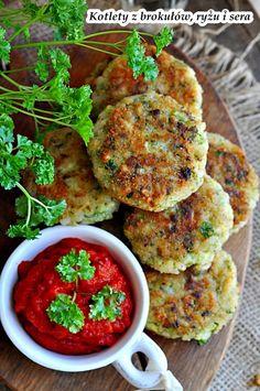 Кюфтета с броколи, ориз и сирене