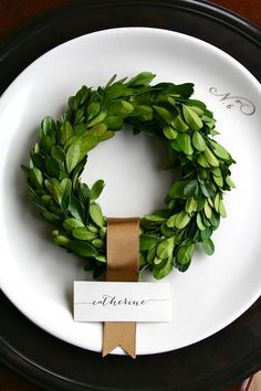 SIMPLE ... mini boxwood wreath place setting
