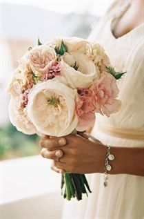 A fluffy garden rose bouquet in shades of cream and blush, created by Tricia Fountaine Design. A fluffy garden rose bouquet in shades of cream and blush, created by Tricia Fountaine Design. Perfect Wedding, Dream Wedding, Wedding Day, Chic Wedding, Wedding Trends, Elegant Wedding, Wedding Bride, Wedding Photos, Wedding Wishes