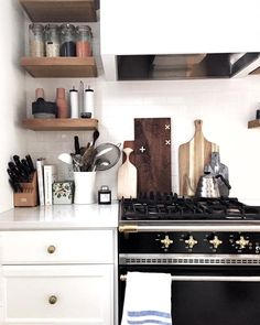 Do you dream of exceptional cuisine? A kitchen at once aesthetic and functional? Kitchen Dinning, New Kitchen, Kitchen Decor, Kitchen Design, Kitchen Styling, Interior Exterior, Kitchen Interior, Cocinas Kitchen, Up House