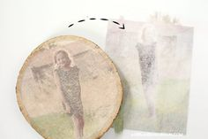 How to transfer photos on wood different ways - A girl and a glue gun Picture Transfer To Wood, Canvas Photo Transfer, Wood Transfer, Photo Onto Wood, Picture On Wood, Wood Slice Crafts, Wood Crafts, Christmas Wood, Christmas Crafts