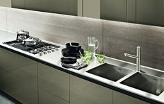 LACQUERED WOODEN KITCHEN WITH ISLAND TWELVE BY VARENNA BY POLIFORM ...