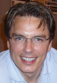 John Barrowman, yet another guy who looks even better in specs :O