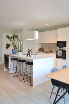 Kitchen Reno, New Kitchen, Kitchen Dining, Kitchenette, Kitchen Interior, Room Inspiration, Home Kitchens, Sweet Home, New Homes