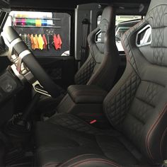 One of our latest custom interiors for the Defender. Shown here: Quilted racing…