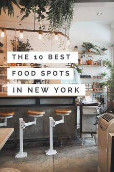 Die 10 besten Food-Spots in New York New York Travel Guide Food: From the best pizza, to the tastiest brunch spot, to the coveted cronuts. Shopping In New York, New York Vacation, Visit New York, Go To New York, Cafe New York, Restaurant New York, New York Restaurants Best, New York Travel Guide, New York City Travel