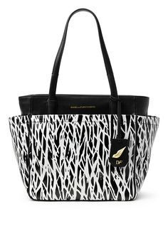 Polished and chic, the On the Go tote is our most effortless silhouette. Expandable sides allow for a sleek or boxier shape. With 4 external pockets, internal zip pockets, magnetic closure, and detachable ID tag with iconic lip hardware detail. In our signature twigs print.