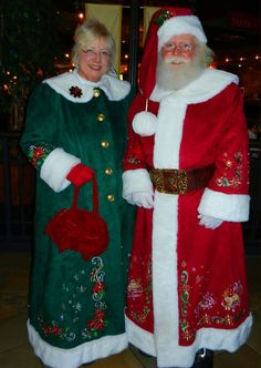 Santa Claus, Mrs Claus, Father Christmas, Mother Christmas Costume Options in green? Childrens Christmas, Father Christmas, Christmas Art, Christmas Photos, Christmas Themes, Christmas Gingerbread, Retro Christmas, Christmas Wreaths, Mrs Santa Claus Costume