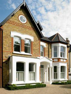 La façade de cette maison familiale londonienne vue depuis la rue