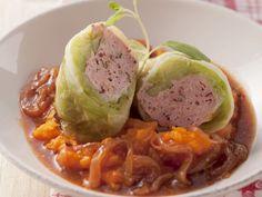 Krautrollen in Zwiebelgemüse ist ein Rezept mit frischen Zutaten aus der Kategorie Gemüse. Probieren Sie dieses und weitere Rezepte von EAT SMARTER!