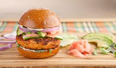 'California Roll' Salmon Burgers Praise the lord, barbecue season is finally here. Dog Recipes, Burger Recipes, Fish Recipes, Seafood Recipes, Cooking Recipes, Healthy Recipes, Big Burgers, Salmon Burgers, Sandwiches