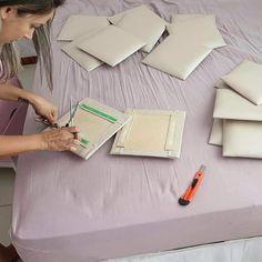 Haz tu propia cabecera de cama a bajo costo - Dale Detalles Room Design Bedroom, Home Room Design, Bedroom Styles, Bedroom Decor, Bed Headboard Design, Headboards For Beds, Cute Room Decor, Teen Room Decor, Bed Back Design