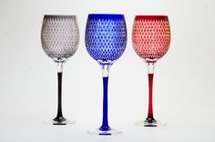 this is hand made wine glass that inspirated rice. Name is Kome-tsunagi in Japanese