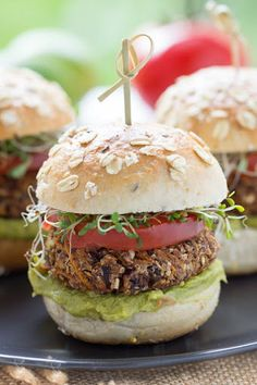 Sweet Potato Black Bean Burgers Black Bean Quinoa Burger, Quinoa Burgers, Black Bean Burgers, Vegan Bbq Recipes, Burger Recipes, Cooking Recipes, Healthy Recipes, Vegan Meals, Simple Recipes