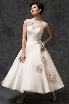 champagne Bateau Cap-sleeve Tea-length Dress With Flower And Illusion  Klänningar Skolbalen f8daba3f004d4