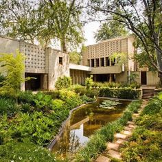 Own a Piece of Architectural History: Frank Lloyd Wright's La Miniatura - Style Architectural Frank Lloyd Wright Buildings, Frank Lloyd Wright Homes, Decorative Concrete Blocks, Ennis House, Beton Design, Usonian, Modernisme, Concrete Houses, Brutalist
