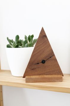 HOME |  Minimal Triangle Clock | Hello Lidy