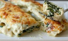 Cannelloni di magro: Italian egg pasta rolls filled with ricotta and spinach. Includes link to homemade cannelloni recipe Oven Dishes, Pasta Dishes, Gnocchi Dishes, Spinach Ricotta Cannelloni, Spinach Bake, Spinach Dip, Italian Eggs, Pasta Recipes, Cooking Recipes