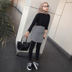 Casual Hijab Outfit, Ootd Hijab, Hijab Chic, Casual Outfits, Street Hijab Fashion, Muslim Fashion, Teen Fashion Outfits, Fashion Wear, Modest Outfits