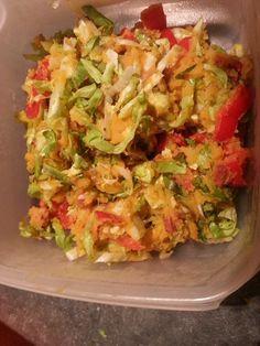 Zoet stampotje andijvie  Voor 2 pers: 2 kleine gewone aardappelen 2 zoete aardappelen (gemiddelde maat)  andijvie (hoeveelheid naar keuze) 1 rode zoete puntpaprika 50 gr kipgehakt 100 gr magere spekreepjes  zout, peper, sambal manis  Aardappels koken, afgieten, een klein beetje kookvocht bewaren en stampen. Spekjes apart bakken. Kipgehakt met de zoete paprika bakken, paprika wat knapperig houden. Alles mengen en zout, peper en sambal naar smaak toevoegen.... Eet Smakelijk!!