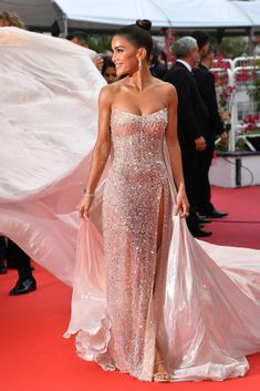 """Camila Coelho Photos - Camila Coelho attends the screening of """"A Hidden Life (Une Vie Cachée)"""" during the annual Cannes Film Festival on May 2019 in Cannes, France. - 'A Hidden Life (Une Vie Cachée)' Red Carpet - The Annual Cannes Film Festival Shrug For Dresses, Gala Dresses, Nice Dresses, Evening Dresses, Club Dresses, Beautiful Dresses, Festival Looks, Curvy Petite Fashion, Ellie Saab"""