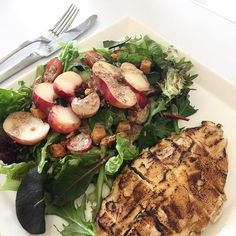 Lunch time! #salad #peach #garliccrutons #maplewalnuts #aburi #garlicchicken #sesamedressing #whiskcafesg #comingsoon by tricialim84
